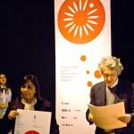 Mario Piazza, Jurado bid_est, entregando los  premios de la USIL a Rita Vidal (Perú)